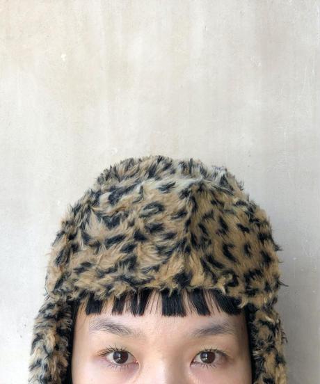 レオパードフェイクファー耳当てポンポン付き帽子