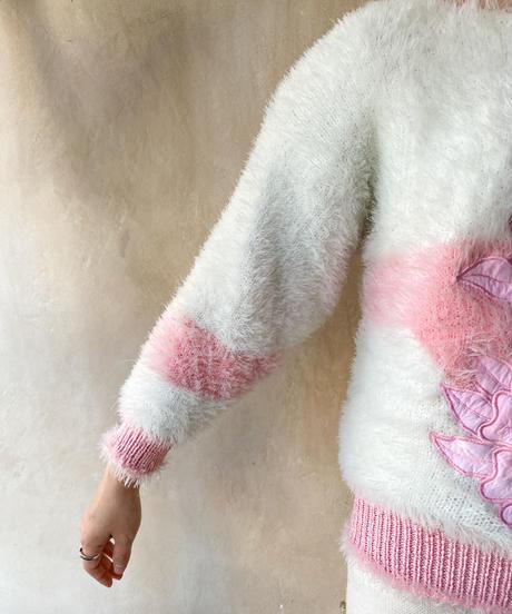 白ピンクもけもけ花セーター