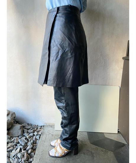 黒レザー巻きスカート