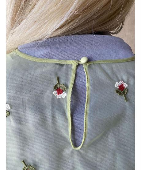 黄緑色シースルー花刺繍ブラウス