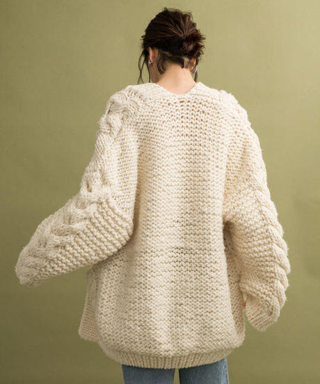 Hand knit cable cardigane/WHITE