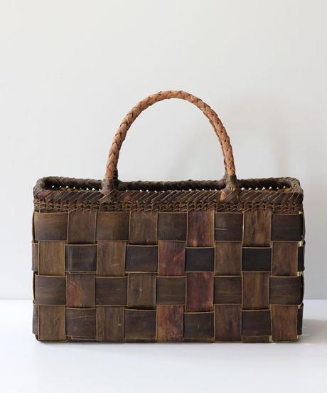 横幅37cm 裏皮市松平織 山葡萄ハンドル 沢胡桃のかごバッグ   (クルミ/くるみ/籠)  オズのかごバッグ