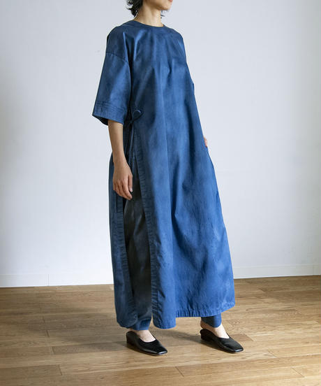UNEVENLY DYED SATIN SLIT DRESS / MATIN BLUE