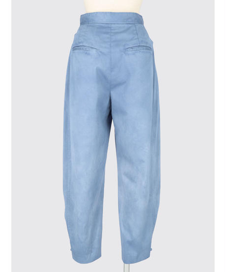 UNEVENLY DYED SATIN CARROT PANTS / MATIN BLUE