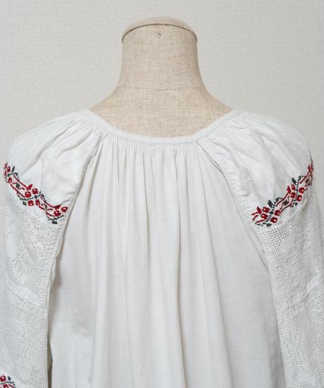 透かし刺繍ワンピース