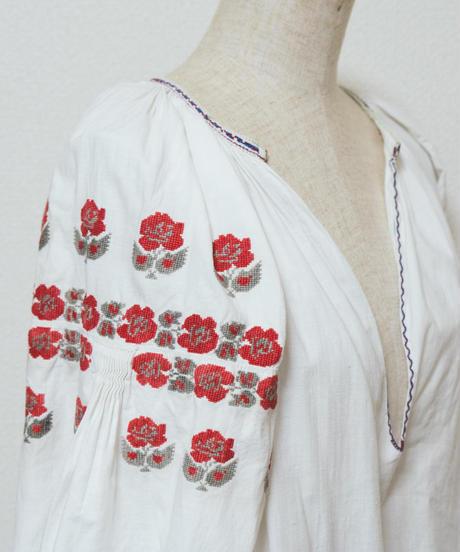 赤薔薇刺繍ワンピース