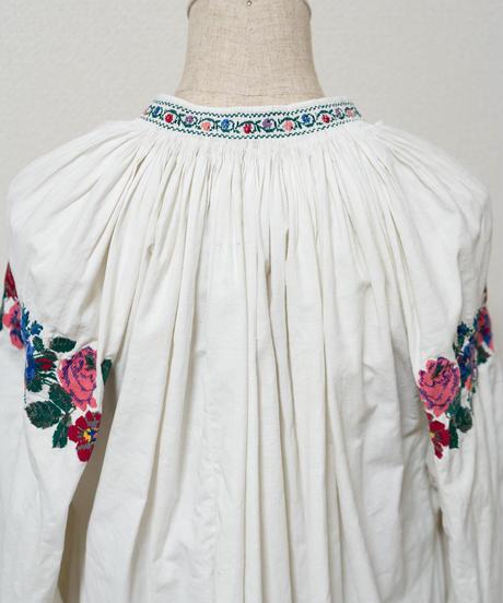 色々な花刺繍ワンピース
