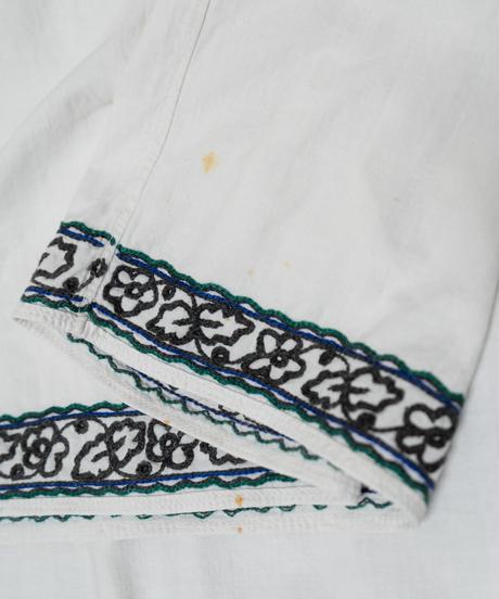 大きめフラワー刺繍ワンピース