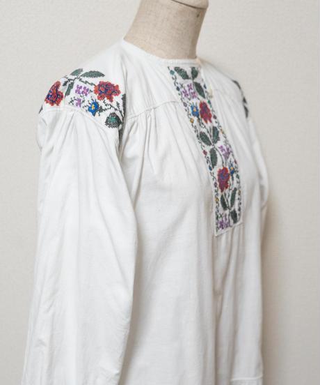 バンドカラー薔薇刺繍ワンピース
