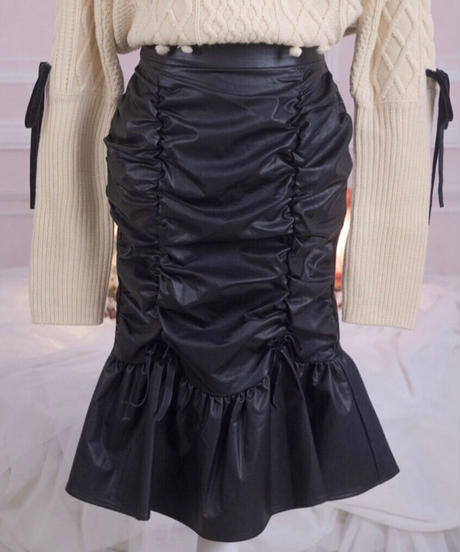 ギャザーレザースカート