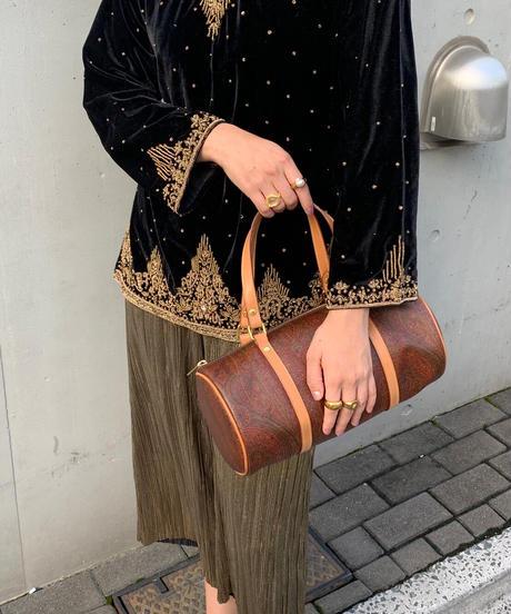 ベロア 刺繍 トップス