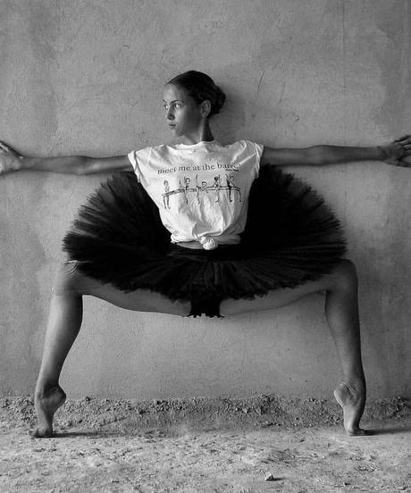 [再入荷・Ballet Papier] UNISEX T-SHIRT 'AT THE BARRE'