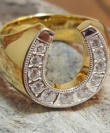 ''R''horse shoe ring