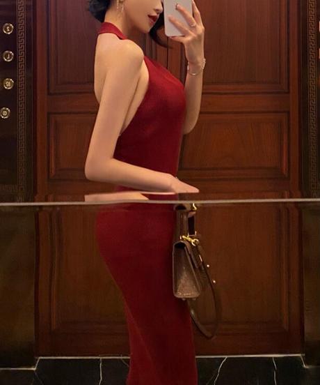 ホルターネックバックオープンドレス