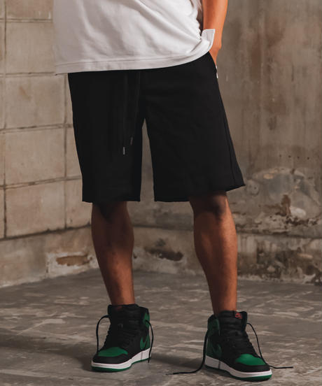 Boxy Cut Off Sweat Short Pants Black 19S-218