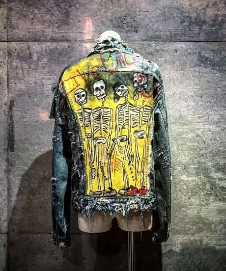 "Graffiti Art Denim Jacket ""LIVE ONES DIE"""