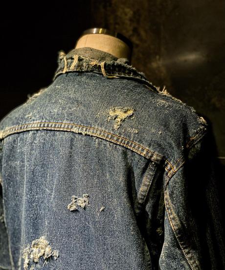 Damage vintage denim jacket