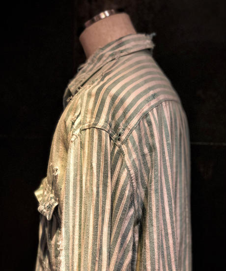Stripe damage denim shirt