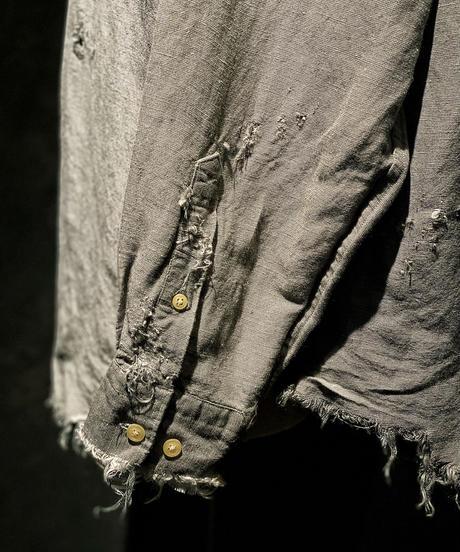 Damage linen shirt