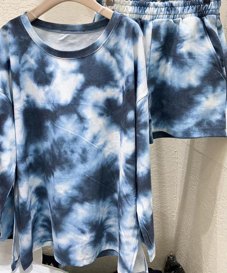 tie-dye long sleeve setup