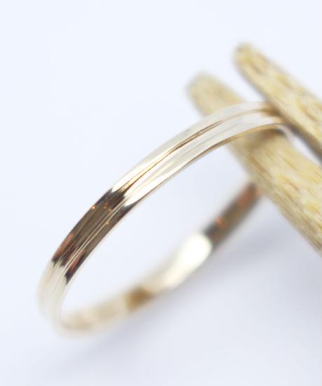 1本のラインが美しいリング