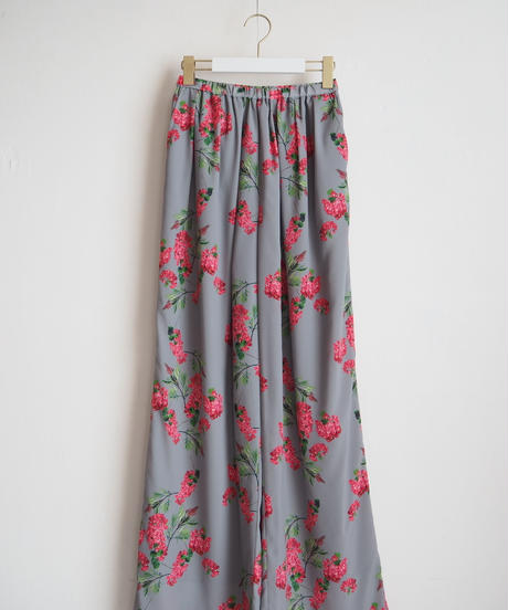 "Graphpaper ""Flower Printed Wide Gather Pants / The floral print designed by *ENAMEL"" Gray"