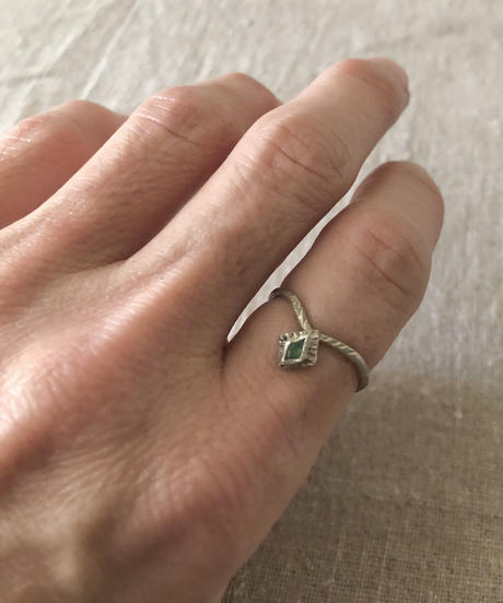 franny e fine jewelry / silver ring with emerald