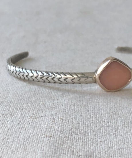 ishi  jewelry / cobra one  stone bangle / pink  opal
