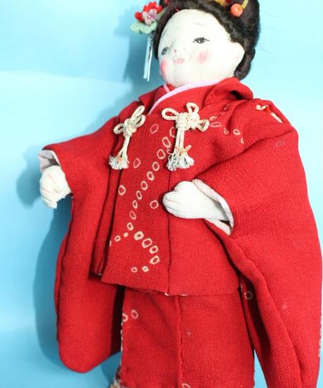 深紅の着物のおでかけ人形