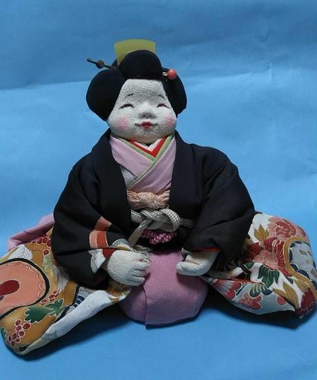 にっこり笑顔の お福さん人形