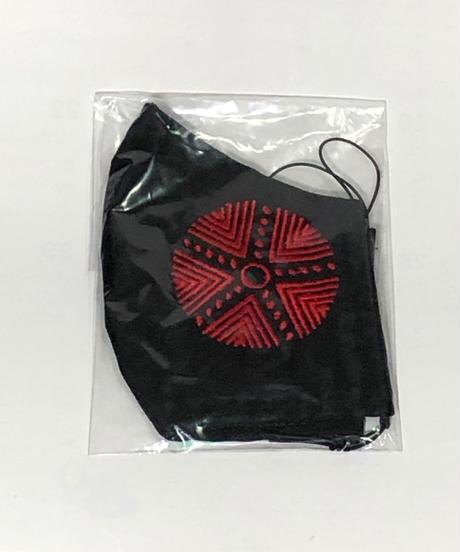 マスク3 (黒地、押し型 赤)