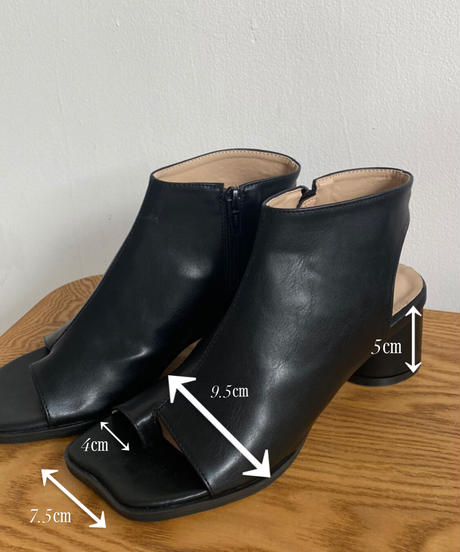 〈予約/4月下旬〉asymmetry heel sandal