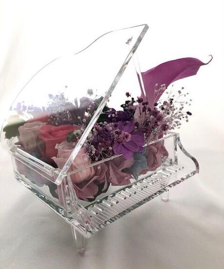 【プリザーブドフラワー/グランドピアノシリーズ】カラーとパープルローズと小花の美しい旋律(フラワーケース付き)