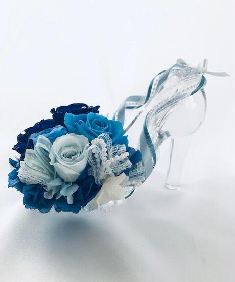 【プリザーブドフラワー/ガラスの靴シリーズ】青とブルーローズの美しい魔法のエレガンス【フラワーケースリボンラッピング付き】