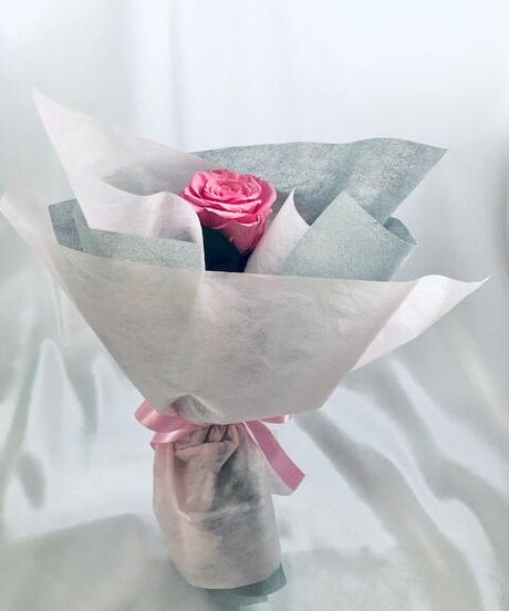 【プリザーブドフラワー/ピンクの薔薇のふんわり一輪ラッピング】
