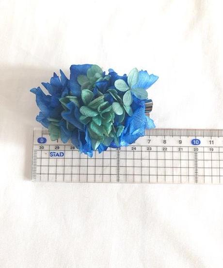 【プリザーブドフラワー/ヘアアクセサリーシリーズ/本当の紫陽花の髪飾り】落ち着きのある美しく神秘的な表情のブルーとグリーンの髪飾りミニサイズ