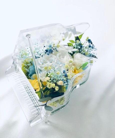 【プリザーブドフラワー/グランドピアノシリーズ】白い花たちのピュアな輝きに小花をそえて【フラワーケース付き】