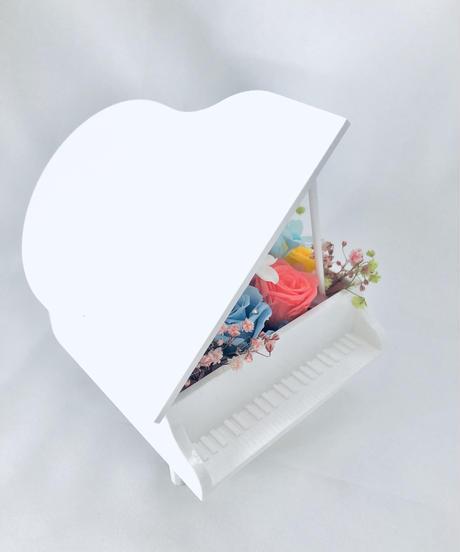 【プリザーブドフラワー/グランドピアノシリーズ】ホワイトピアノに純粋な幸せの音色をのせて