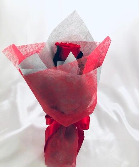 【プリザーブドフラワー/赤薔薇のふんわり一輪ラッピング】