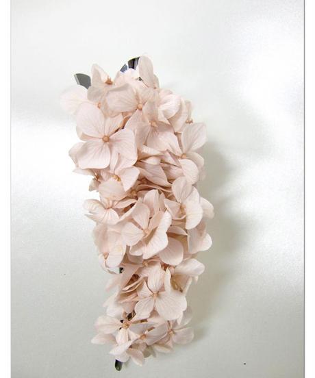 【プリザーブドフラワー/ヘアアクセサリーシリーズ/本当の紫陽花の髪飾り】少女の香りを少し残して。ほんのり優しいシェルピンクの花びらの髪飾り