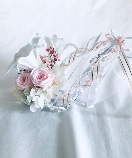 【プリザーブドフラワー/ガラスの靴シリーズ】テッポウユリと小花の上品で優雅な輝き フラワーケースリボンラッピング付き