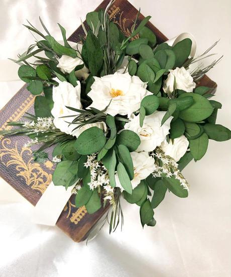 ユーカリと白薔薇のリストレット/ウェディングフラワー/プリザーブドフラワー