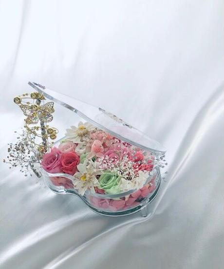 【プリザーブドフラワー/グランドピアノシリーズ】花爛漫な可愛い音色に気分を乗せて(フラワーケース/リボンラッピング付き/送料無料)