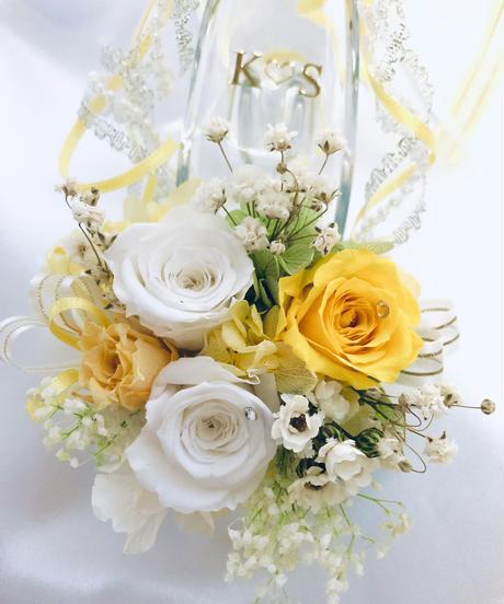 【プリザーブドフラワー/ガラスの靴ミニシリーズ】白と黄色の薔薇に小花をそえたフラワーシューズ