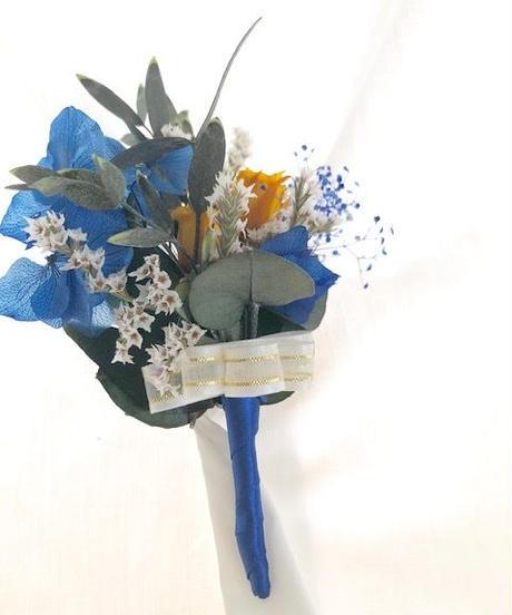 【ブートニア/コサージュ プリザーブドフラワーブルー紫陽花と黄色のミニ薔薇】