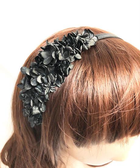 【プリザーブドフラワー/ヘアアクセサリーシリーズ/本当の紫陽花の髪飾り】まるで自分の一部のように。黒い紫陽花のシックでエレガントなカチューシャ