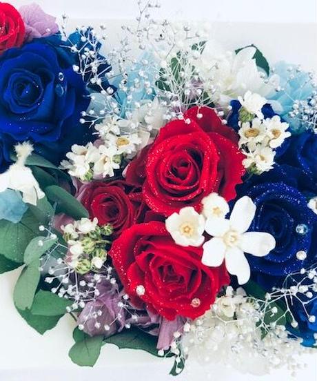 プリザーブドフラワー 青と赤い薔薇の立体フレームアレンジ冷静と情熱