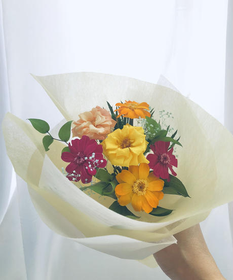 プリザーブドフラワージニアと薔薇の花束花瓶付き