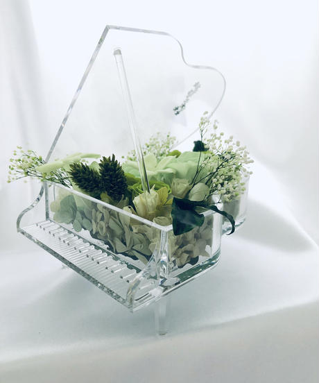 【プリザーブドフラワー/グランドピアノシリーズ】緑色した花たちの癒しの音色(フラワーケースリボンラッピング付き)