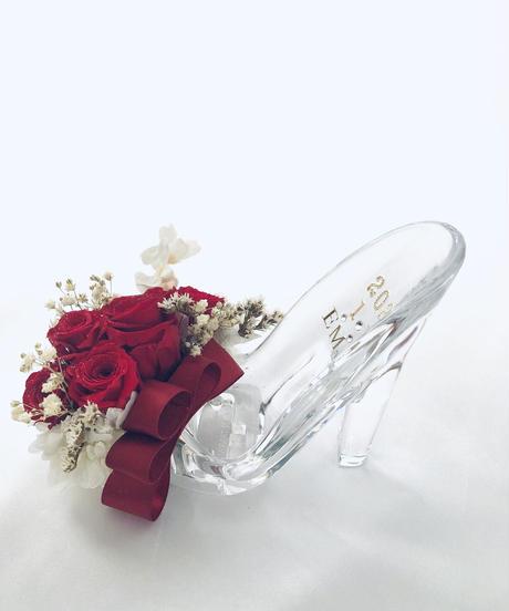 プリザーブドフラワーガラスの靴アレンジ・真紅の薔薇とリボンのプレゼント・フラワーケースリボンラッピング付き